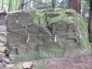 369日吉東本宮参道巖滝社猿岩の奥685.JPG