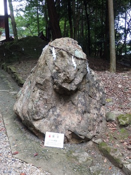 380日吉東本宮参道巖滝社猿岩687.JPG
